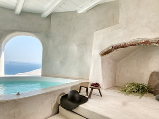 Marble Sun villa with Jacuzzi in Oia