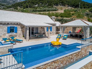 Villa Blue Sky - Three Bedroom Villa with Pool