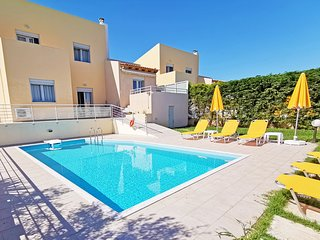 Yannis2 Private pool, Sea View, Next to amenities