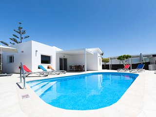 Villa Delphi - 3 bedroom luxury Villa with private heated pool, near the beach.