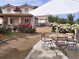La Pieve Villa Sleeps 7 with Pool and WiFi - 5242138