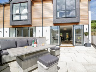 BEACHSTONE, 6 ISLAND PLACE, WiFi, parking, in Salcombe