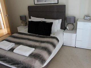 Fifth Floor London Flat, Canary Wharf, Sleeps 3