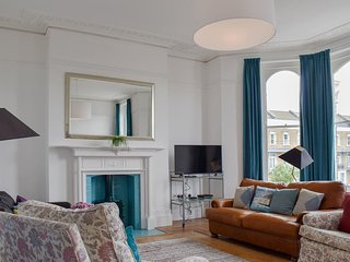 Relax in Magical Margate Townhouse, Sea Views, Sleeps 16, Flexible Accommodation