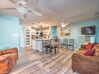 Updated Townhome w/ Grill, 3-Block Walk to Beach!