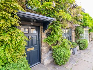 MURTON COTTAGE, 3 bedrooms and perfect for friends and families, Burford