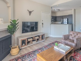 Modern 1BR in Downtown Phoenix #335 by WanderJaunt