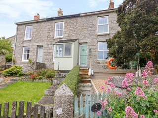 3 TRUNGLE COTTAGES, stylish cottage close to pretty harbour village. Mousehole