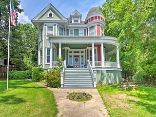 1878 Victorian Home in Historic Dwtn Hot Springs!