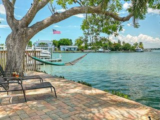 180° Waterfront Indian Rocks Home- Boat & Dog Friendly- Dreamy Views!??