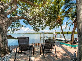 180° Waterfront Indian Rocks Home- Boat & Dog Friendly- Dreamy Views!!