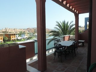 Penthouse with Large Terrace in Ribera del Delfín Sotogrande