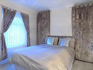 Modern 2 bedroom house - sleeps 4