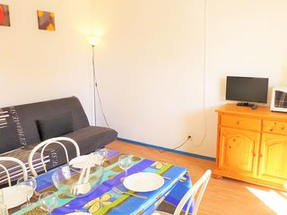 1 bedroom Apartment with WiFi and Walk to Beach & Shops - 5050453