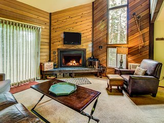Dog-friendly condo with ski-in/ski-out access to Navajo - great for families!