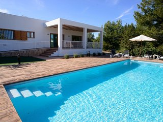 3 bedroom Villa with Pool, Air Con and WiFi - 5002453