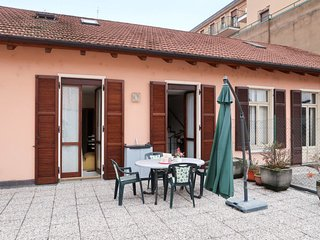 2 bedroom Apartment with WiFi and Walk to Beach & Shops - 5651062