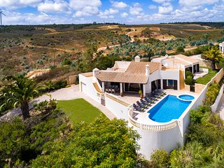 N058 Golfe Santo Antonio - Traditional 4 bedroom villa with pool