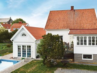 Awesome home in Fjällbacka w/ Outdoor swimming pool and 4 Bedrooms