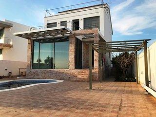 ERURV013-Villa 4 dormitorios, vistas a la ría, piscina,8 personas.