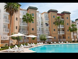 Nice apt with pool access & balcony