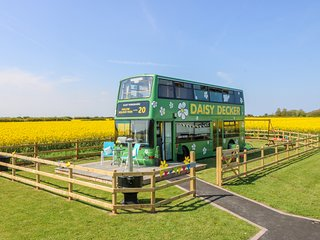 DAISY DECKER, WiFi, country views, near Withernsea