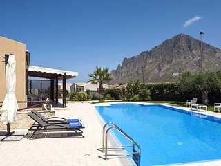 Cornino Villa Sleeps 6 with Pool Air Con and WiFi - 5802720