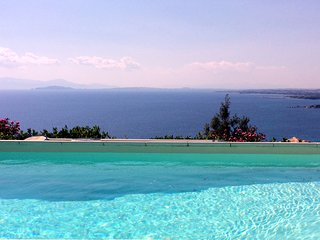 Fabulous Villa With Private Pool and Stunning Sea Views!!