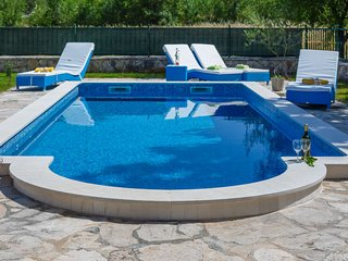 2 bedroom Villa with Pool, Air Con and WiFi - 5820659