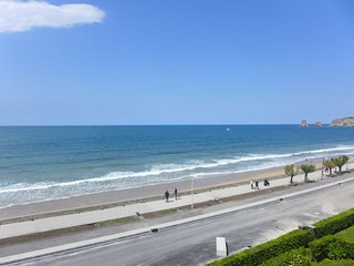 2 bedroom Apartment with WiFi and Walk to Beach & Shops - 5806762