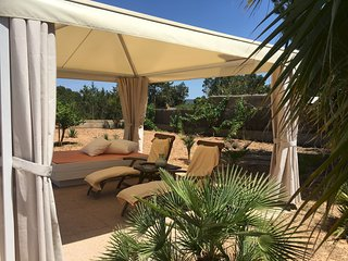 3 bedroom Villa with Air Con, WiFi and Walk to Beach & Shops - 5749204