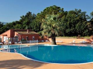 Bungalow 2 chambres 6 pers avec piscine, clim/wifi dans Camping 3* a Argeles