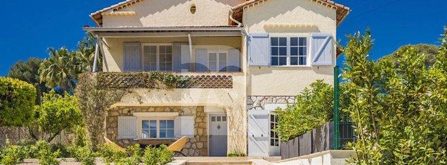 JdV Holidays Villa Aubrieta, 4 bedroom, 3 bathroom, walking to shops & beach