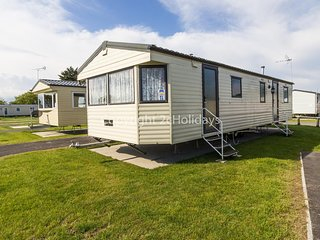 10 berth static caravan for hire at Seawick holiday park in Essex. ref 27035HV