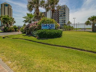 Waterfront condo w/ shared pool, tennis courts, gorgeous views, & beach access!