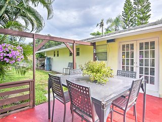 NEW-Palm Beach Gardens Home w/Sunny Patio & Apiary