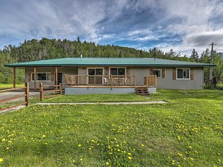 Palmer Home w/ Deck, Yard & Mountain Views