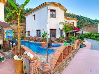 Casa Rural Arrijana ( Oasis Oriental) ideal para grupos. Piscina con jacuzzi
