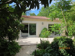 Villa 50m2 moderne/vintage et jardin calme au centre du Var Vert et ses villages