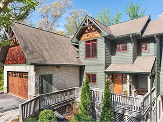 Hidden Creek Lodge; upscale retreat on the doorstep of Downtown Asheville; HOT T