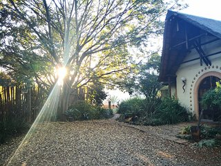 Country House: African Silhouette Guesthouse at ORTambo airport, sleeps 8 pax