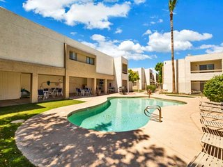 Great Location! Dog Friendly, Minutes to Old Town Scottsdale, Shopping/Dining, H