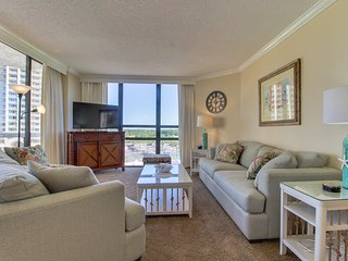 Spacious condo w/ partial ocean views, beach access, & shared pools/hot tub!