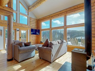 Newly-renovated family cabin w/ two full kitchens, deck, & mountain views