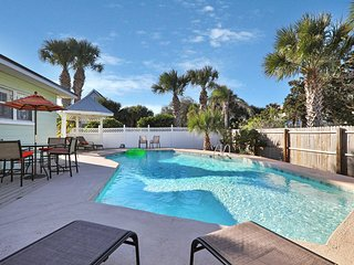 Newly renovated beach house w/ private pool, walk the beach!