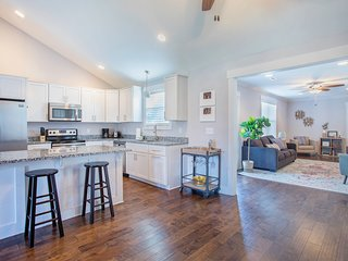 Renovated home w/spacious layout, fenced yard & convenient location