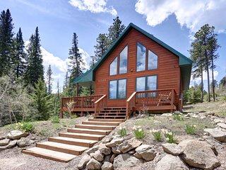 Hillside Hideaway - Charming Black Hills cabin in private location with hot tub!