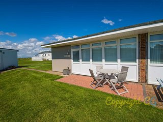 K128 - Camber Sands Holiday Park - Sleeps 5 - Modern Chalet with Parking