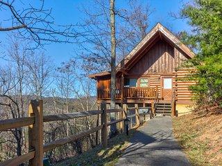 NEW LISTING! Mountainside studio cabin w/ private hot tub & shared seasonal pool