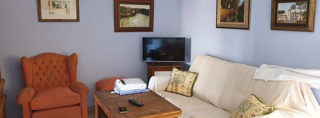 Vista Salón y a la derecha sofá cama de 1.35x1.90m.